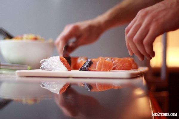Копченая рыба дома готовится легко и вкуснее магазинной