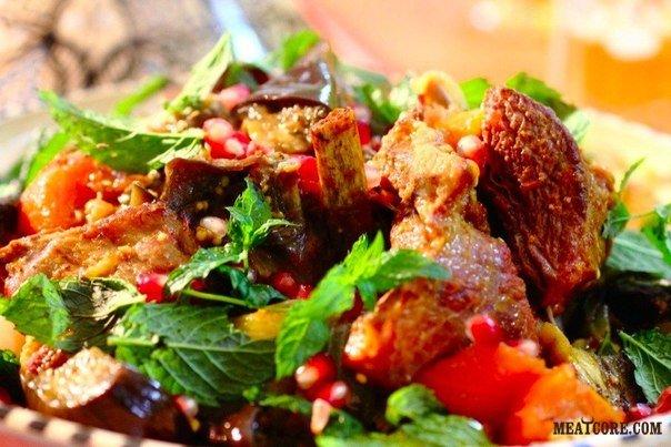 Горячие бараньи ребрышки с овощами
