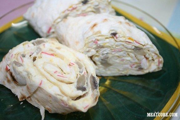 Рулет из белорыбицы с крабовым мясом (палочками)